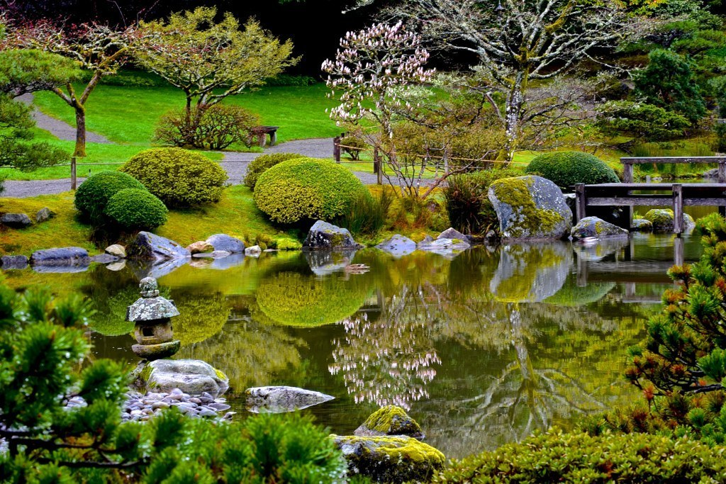 Japanese Garden: Designed in the Stroll-Garden Style